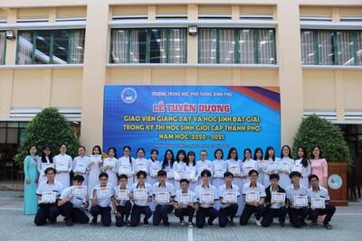 Lễ tuyên dương khen thưởng các đội tuyển học sinh giỏi Thành Phố năm học 2020-2021